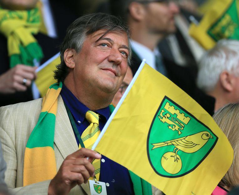 Fry, de Norwich-fan. Hij zat zelfs even in het bestuur van de club die volgend seizoen weer in  de Premier League speelt. Beeld BELGAIMAGE