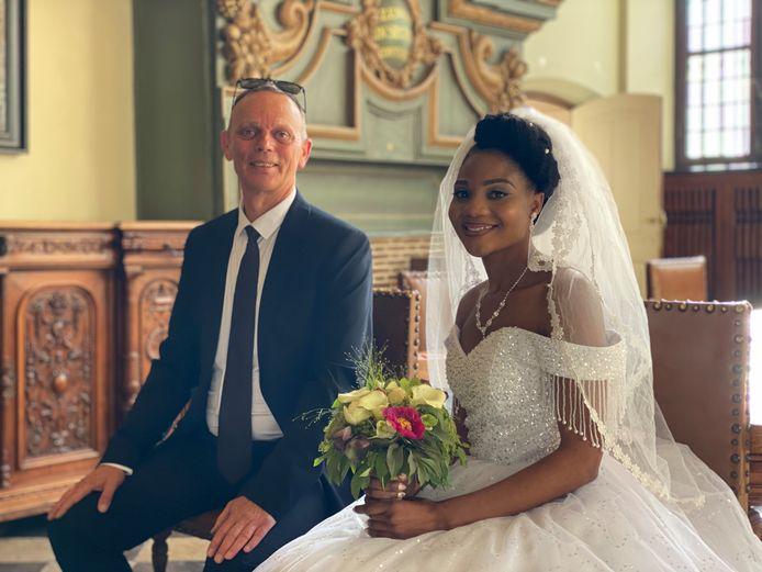 Paul (58) en Merab (24), na een jaar vol weerwerk dan toch getrouwd.