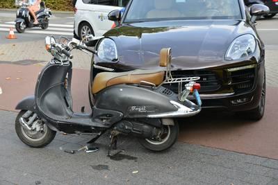 Ongeluk met scooter in Breda, twee vrouwen naar het ziekenhuis