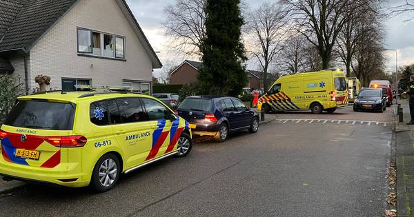 Jong kindje overleden na aanrijding met busje in Elspeet, bestuurster aangehouden.