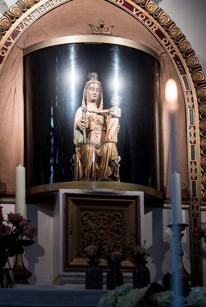 Volgens gelovigen verhoort Maria van Renkum gebeden en kan ze zieken genezen.