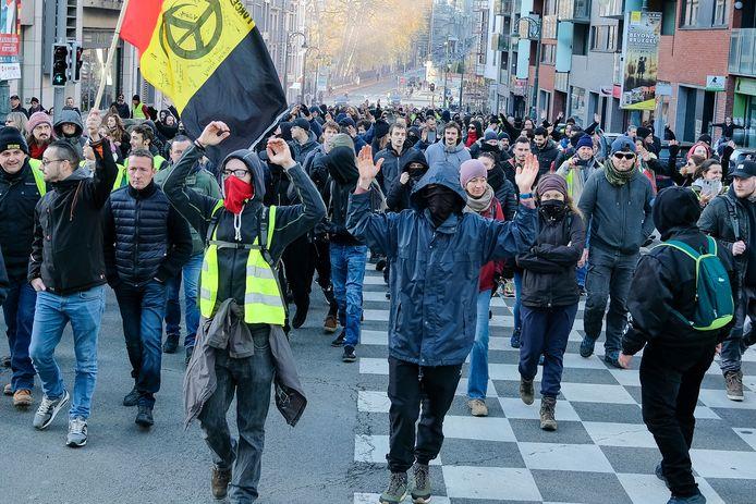 Betoging van de gele hesjes in Brussel in november 2019: ze protesteerden onder meer tegen economische ongelijkheid, woekerwinsten bij multinationals en klimaatonverschilligheid.