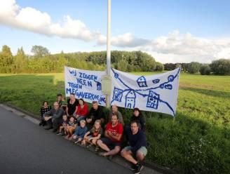 """""""Onze tuinen staan nu al soms deels onder water"""": Buurt protesteert tegen nieuwe plannen voor verkaveling met 140 woningen"""