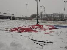 Opblaasbare tennishal Winterswijk ingezakt door de sneeuw