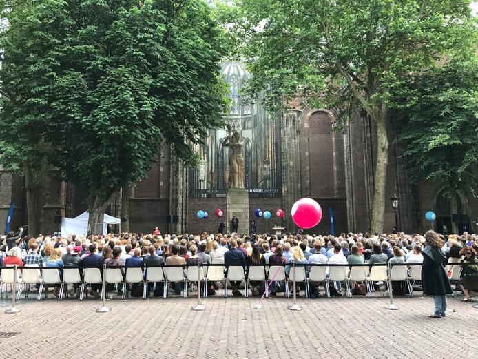 Sociale Top 2018 begon op Domplein met verschillende sprekers en muziek.