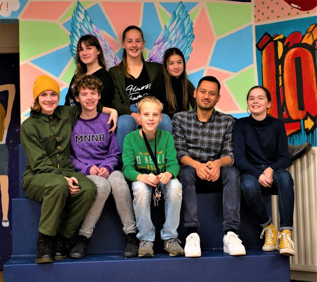 Enkele leerlingen van InDifferent op het Dorenweerd College in Doorwerth.