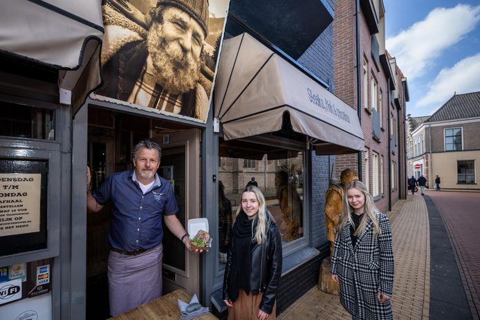 Peter Zandbergen van Woody's met de organisatie van Hap & Stap
