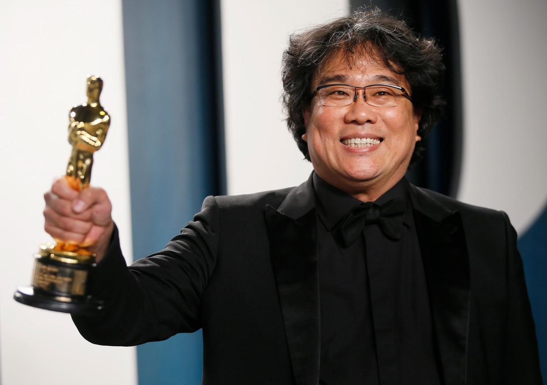 Bong Joon Ho met één van zijn vier Oscars. Beeld REUTERS
