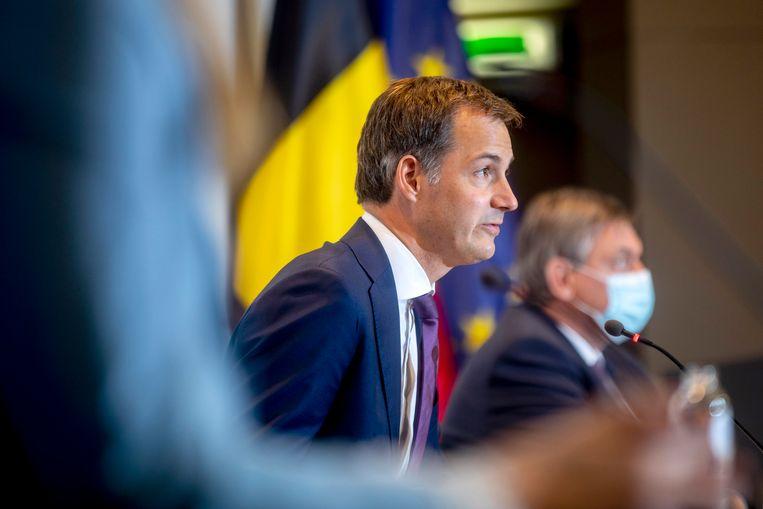 De verschillende regeringen van ons land geven een stand van zaken tijdens een persconferentie. Beeld Photo News