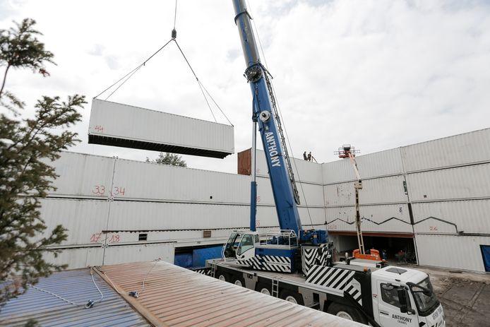 Plein Publiek verhuist naar een nieuwe locatie. De 60 containers zijn op dit moment onderweg van Nieuw Zuid naar hun nieuwe locatie op de site van Blue Gate Antwerp.