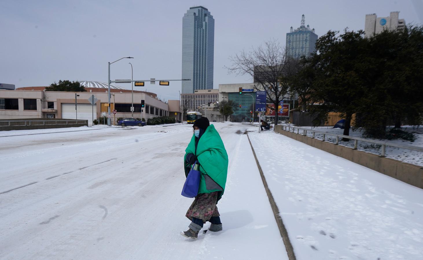 """Een sneeuwtapijt in Dallas. """"Fake"""", zeggen TikTokkers. De sneeuw werd volgens hen geproduceerd door de overheid."""