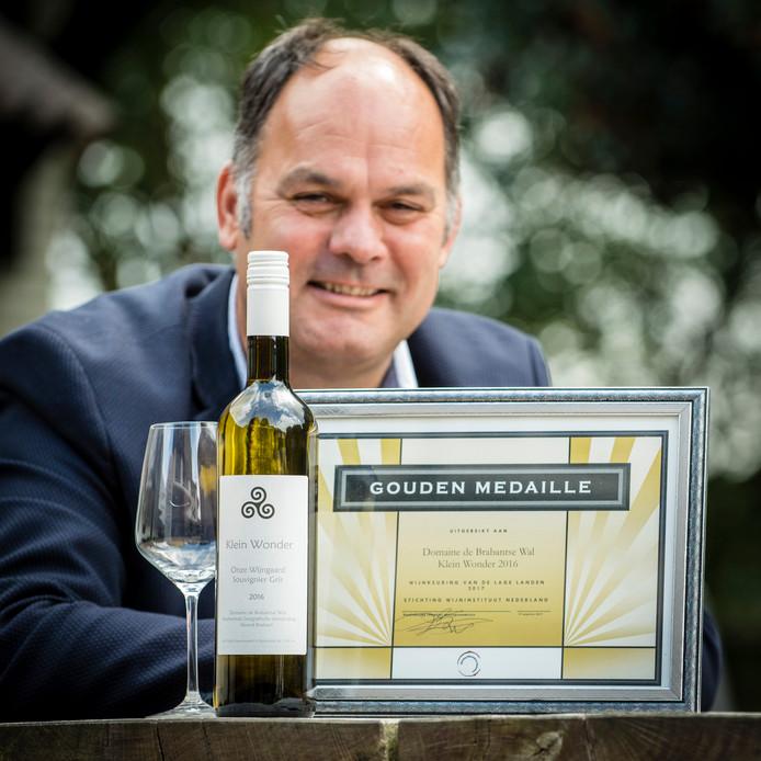 20170906 - Ossendrecht - Foto: Tonny Presser/Pix4Profs - Paul Bosse van Domaine de Brabantse Wal heeft goud gewonnen met wijn 'Klein Wonder'.