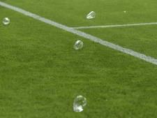 FC Utrecht spreekt misdragende fans toe: 'Bier is om op te drinken, niet om te gooien'