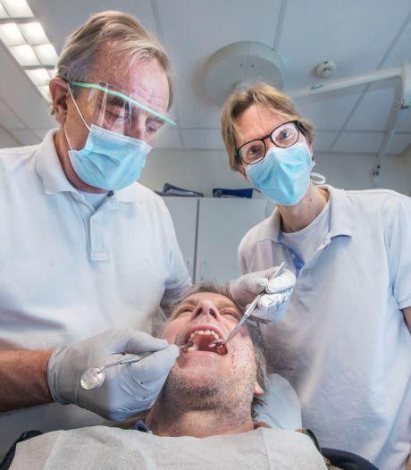 Deze tandartsen helpen daklozen met hun gebit: 'Zonder voortanden is het lastig solliciteren'