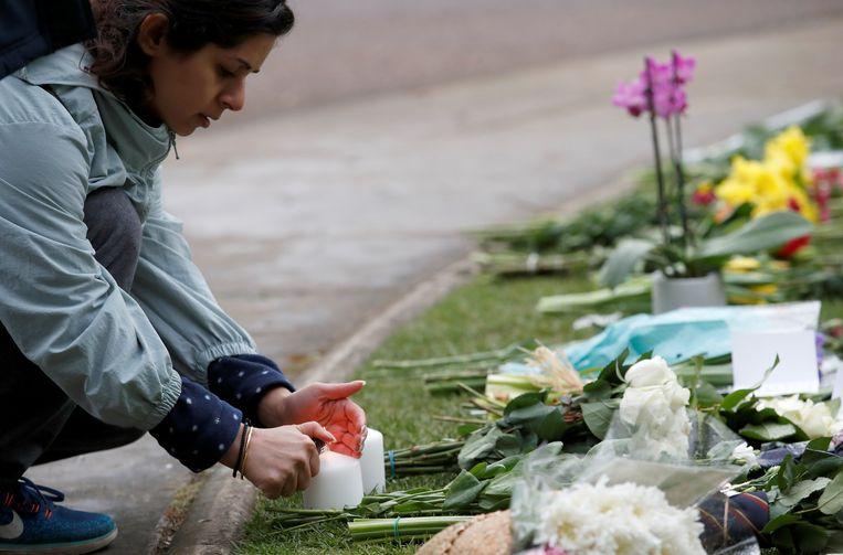 Britten leggen bloemen bij Windsor Castle. Beeld REUTERS
