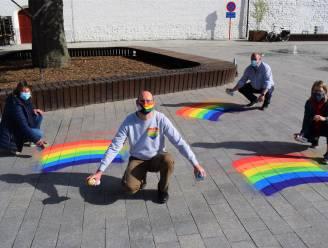 """Regenbogen verschijnen op vier dorpspleinen: """"Strijd tegen holebi- en transfobie"""""""