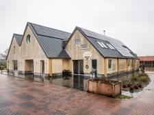 Boven het maaiveld: boerderij van hout in De Lutte