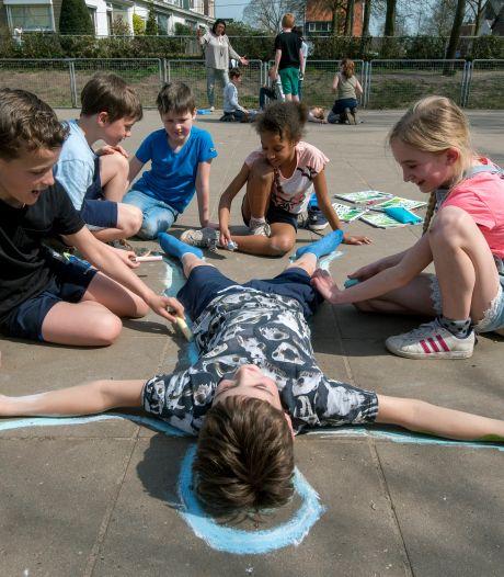 16 scholen onder één koepel; Besturen van Rhedense basisscholen willen fuseren