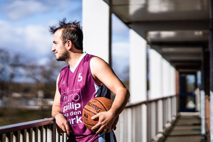 Basketballer Omar Tamer komt uit Syrië.