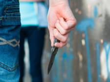 Man steekt in het rond met mes in centrum Alkmaar