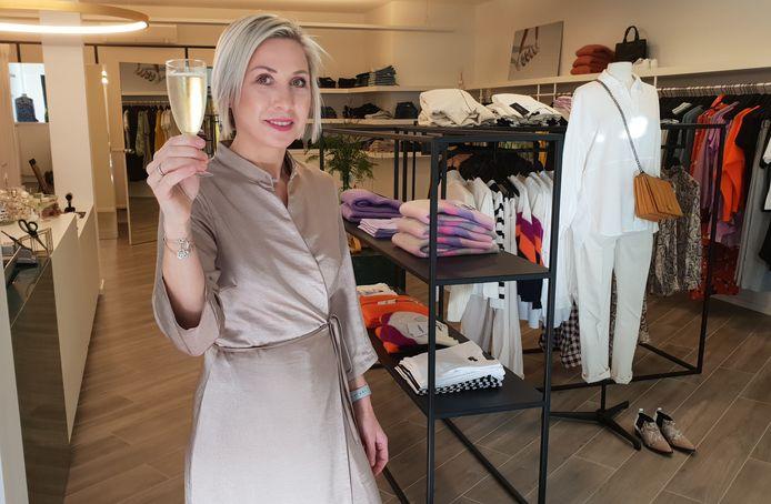 Zaakvoerster Katrien Van den Boom in haar modezaak Cosi.
