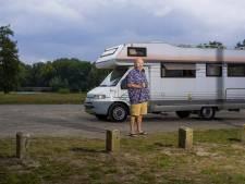 De buurvrouw heeft een kapsalon, dus woont Pieter in een camper: 'Ik lag als een zombie op de bank'