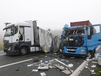 Reeks ongevallen met vrachtwagens zorgt voor urenlange chaos op E34