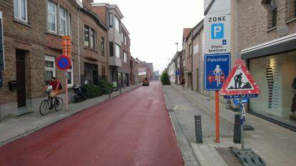 Aannemer vergeet asfalt rood te kleuren en moet fietsstraat opnieuw aanleggen