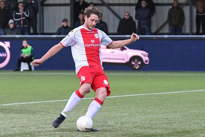 Danny van den Meiracker van IJsselmeervogels neemt met succes de penalty. (3-3)