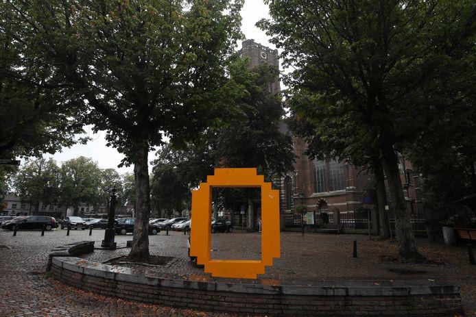 De gele O, het beeldmerk van de gemeente Oirschot, verdwijnt van de Markt daar, naar een nieuwe, nog te bepalen plek.