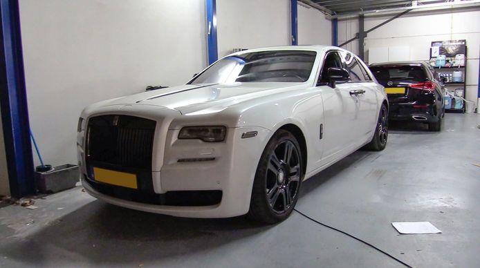 Een Rolls Royce van Gaby H. die op 5 maart bij een laatste inval in beslag werd genomen.