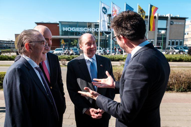 De ambassadeur van de Verenigde Staten in België Ronald J. Gidwitz bracht op vrijdag 22 maart een bezoek aan Universiteit Hasselt en Hogeschool PXL. In mei van vorig jaar werd Gidwitz door president Trump benoemd als vertegenwoordiger van de Amerikaanse regering in ons land. Hier met Willy Claes.