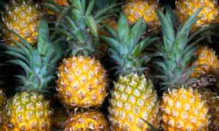 zo-snijd-je-een-ananas.jpg