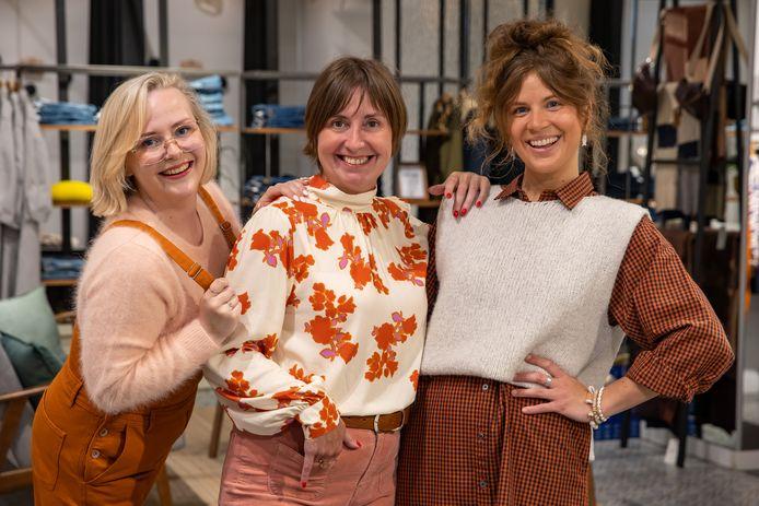 Anouk Cael, Tania Boonaert en Ine Tierens in de winkel Karakter Fashion in Halle.
