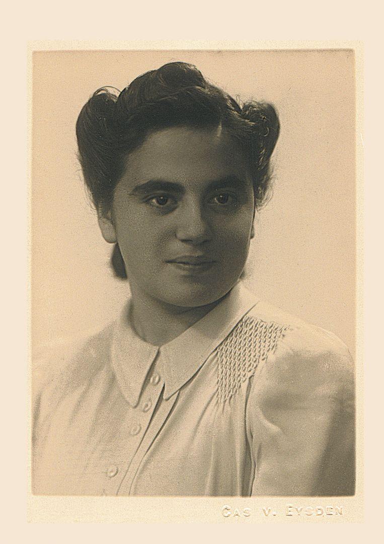 Tante Didi Roos smokkelde Engelse parachutisten door de Duitse linies. Op de foto uit 1940 is ze 17jaar.  Beeld Collectie Shmuel Harel