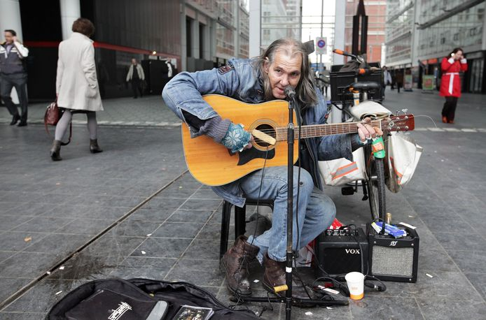 Straatmuzikant Chuck Deely.