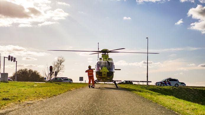 De afrit Nijkerk op de A28 was korte tijd afgesloten vanwege de landing van een traumahelikopter.
