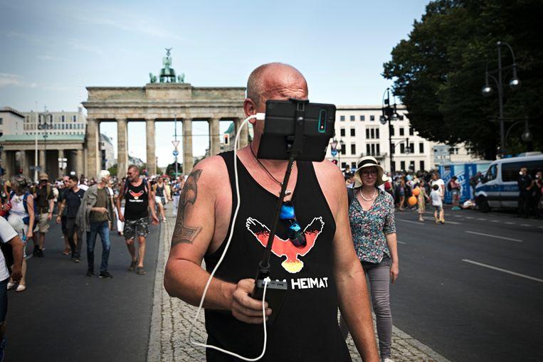 Een betoging tegen het coronabeleid in Berlijn in augustus.  Beeld Daniel Rosenthal / de Volkskrant