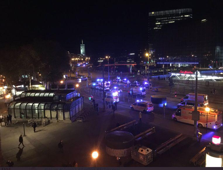 Grootschalige politie-actie in Wenen. Beeld Twitter/Georgia_HGrabar