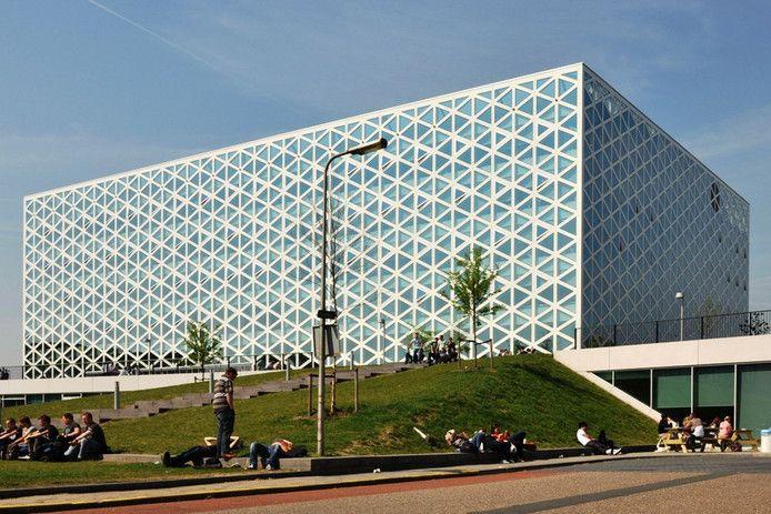 Het zogenoemde X-gebouw van hogeschool Windesheim.