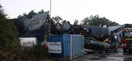 Veiligheidsregio: geen giftige stoffen vrijgekomen bij grote brand in Nunspeet