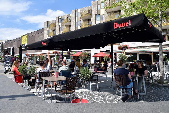 De horeca op het Eemplein wordt gevormd door restaurants en lunchcafés. Kroegen zitten er niet aan het moderne stadsplein.