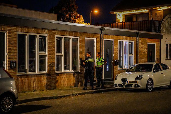 Twee mannen werden in hun huis in Eindhoven ernstig mishandeld door vier of vijf insluipers.