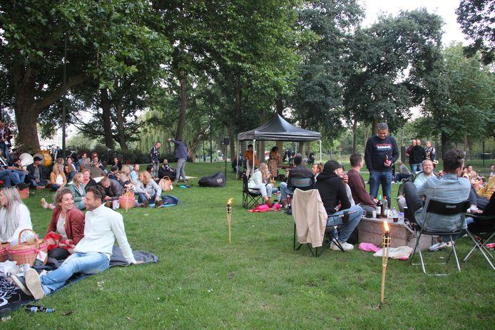 Picknick in het Julianapark in Veghel.