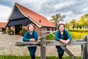 Marian van Iersel (rechts) en Hazel Huls hebben van de oude boerderij een multifunctioneel centrum gemaakt.