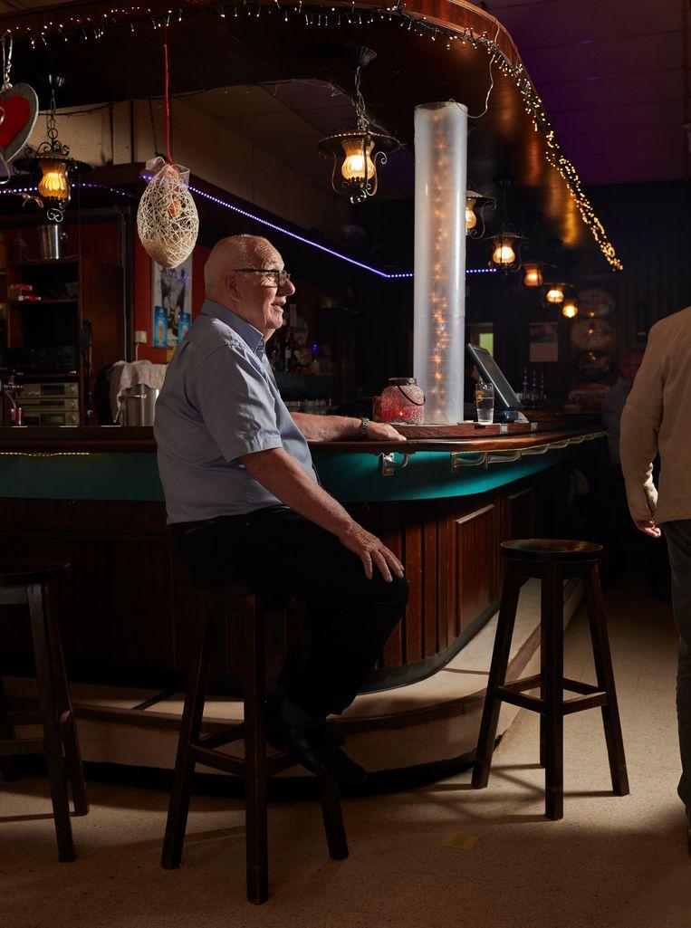 Jan, aan de bar Beeld Erik Smits