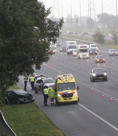 Gewonde bij eenzijdig ongeval A2 Nieuwer Ter Aa