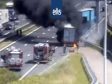 Brandende vrachtwagen bij Botlektunnel: één rijbaan open