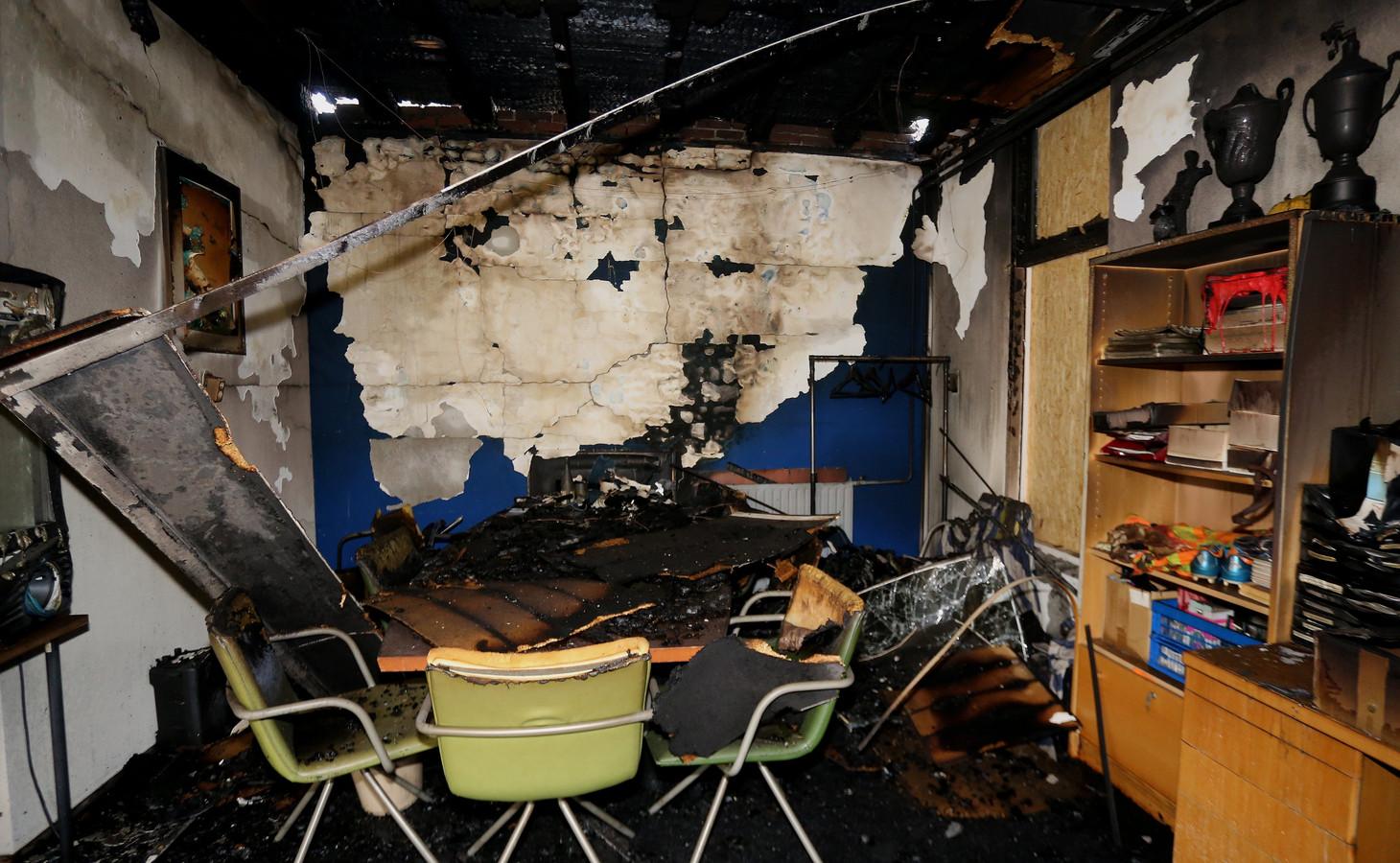 In 2018 verwoestte een brand het clubhuis van HRC'14 in Rossum. Vanaf dat moment moest de club het doen met de accommodatie in Hurwenen.