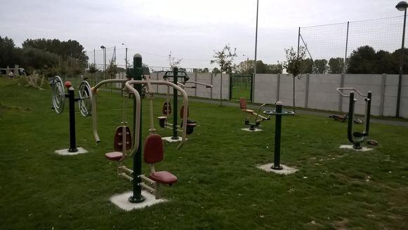 De fitnesstoestellen in Hulste zijn te vinden in de Tieltsestraat 31.